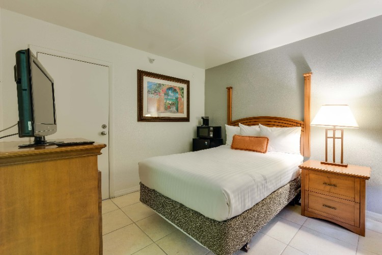 Standard Room With 1 Double Bed Featuring A Refrigerator & Microwave 13 of 13