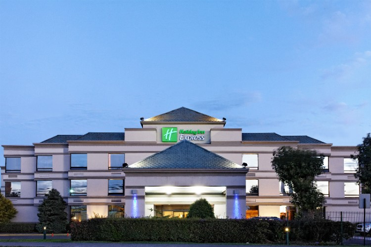 Holiday Inn Express Concepcion 1 of 8