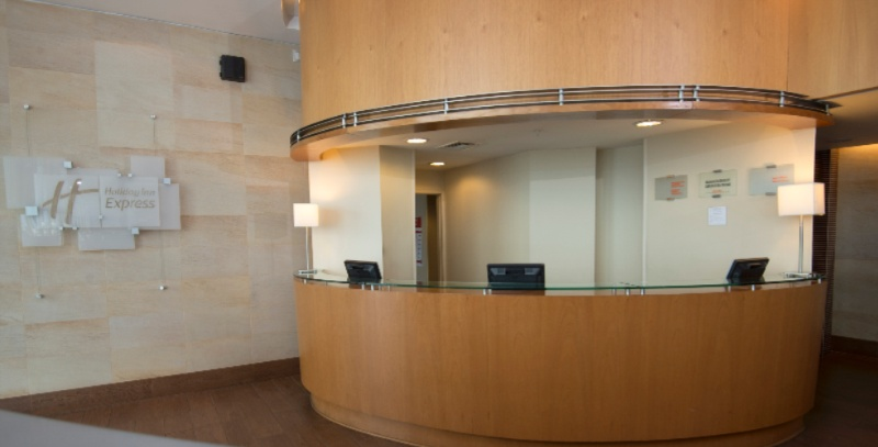 Front Desk 3 of 8