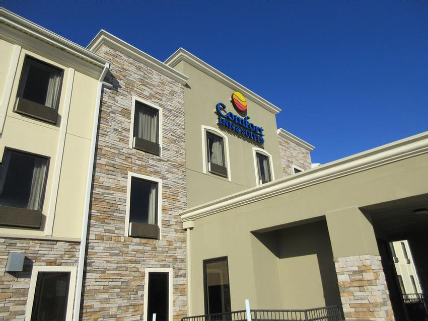 Comfort Inn & Suites Baton Rouge Airport 1 of 6
