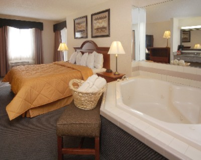King Whirlpool Suite 8 of 11
