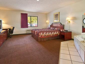 King Bed Spa Suite -American Elite Inn Hazard Ky 4 of 6