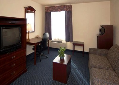 Select Suites Offer Separate Seating Areas And Pullout Sofas 10 of 12