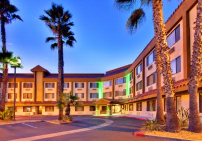 Holiday Inn La Mesa 1 of 14