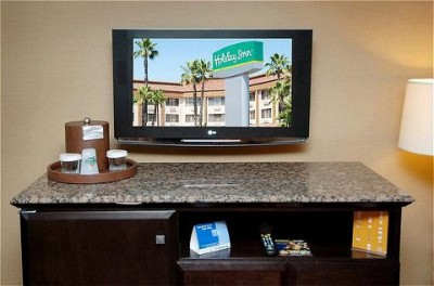 All Of Our Rooms Have 42 Inch Hdtvs 7 of 14