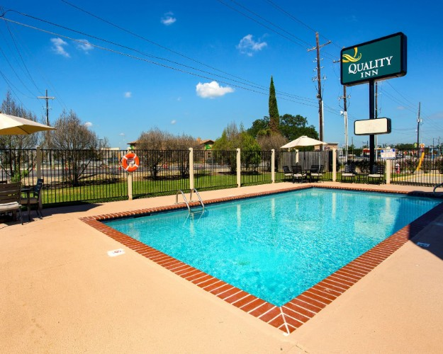 Outdoor Pool 11 of 23