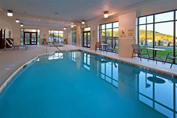 Indoor Pool & Spa 5 of 10
