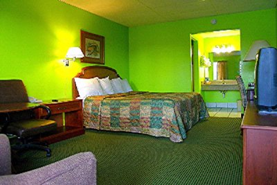 Room 1 King Bed 8 of 30