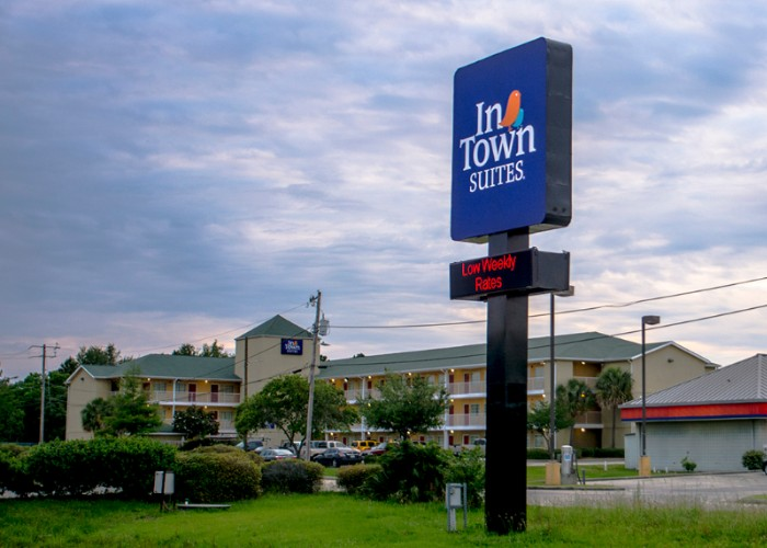 Intown Suites Gulfport 1 of 3