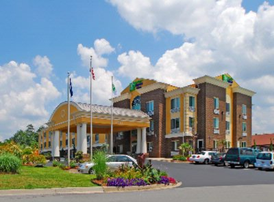 Holiday Inn Express & Suites Anderson & Clemson 1 of 13