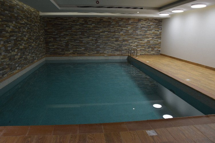 Indoor Swimming Pool 27 of 31