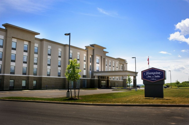 Hampton Inn & Suites by Hilton Truro 1 of 10