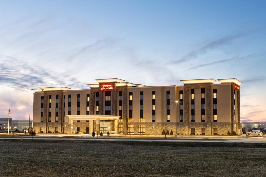 Hampton Inn & Suites Minooka 1 of 11