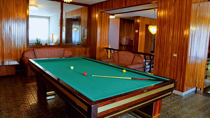Billiards Room 6 of 10