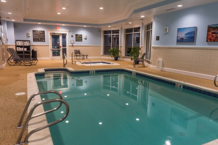 Relax In Our Salt Water Pool And Whirl Pool 4 of 8