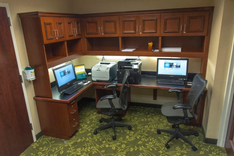 24 Hour Business Center & Complimentary Wi-Fi 5 of 8