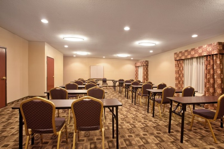 The Meeting Room Is The Perfect Space For Your Meeting 5 of 9
