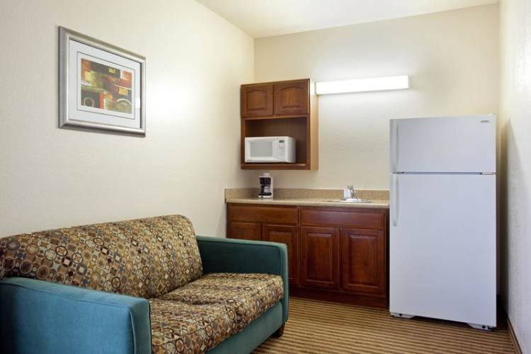 Queen Suites Offer Full Sized Refrigerators And Sleeper Sofas For Your Comfort. 7 of 9