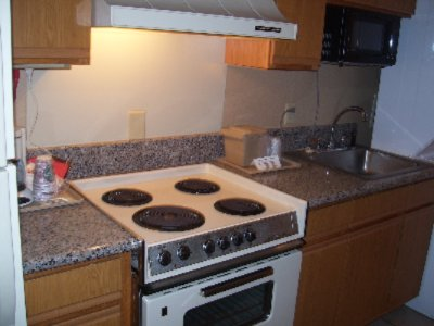 Suite With Kitchen Area And Washer/dryer. 6 of 7