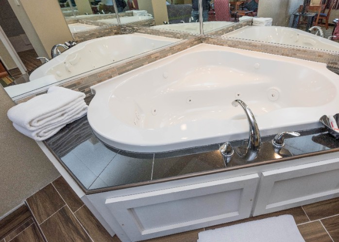Jacuzzi Suite Tub 8 of 15