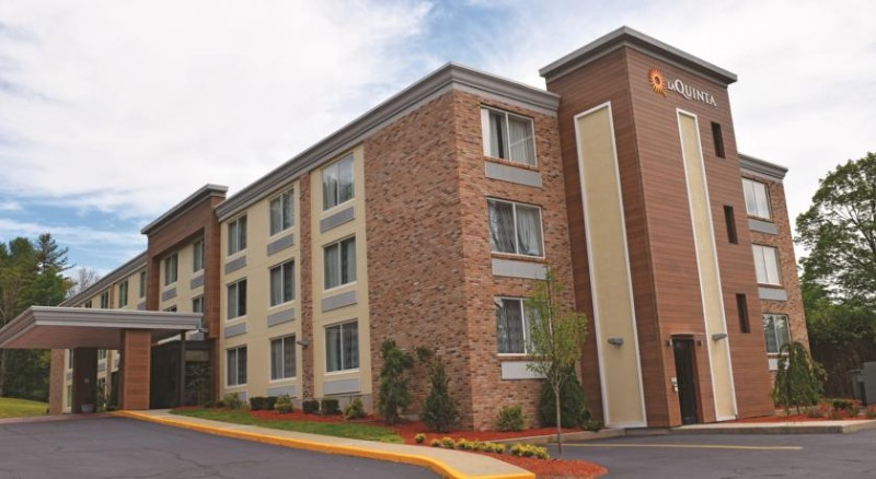 La Quinta Inn & Suites Sturbridge 1 of 10