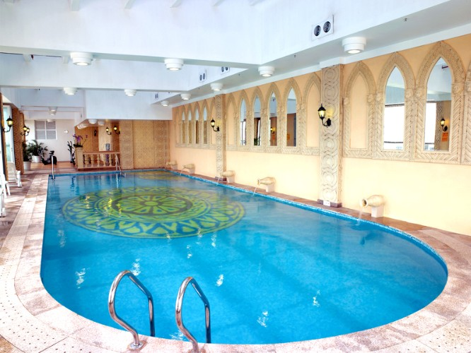 Indoor Swimming Pool 6 of 14