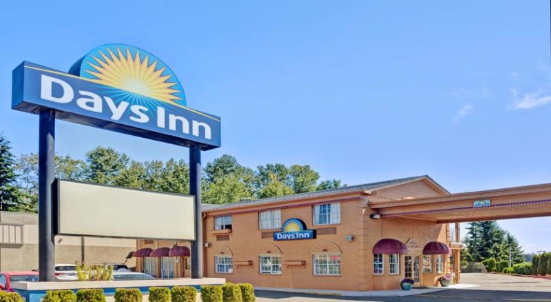 Days Inn Everett 1 of 11