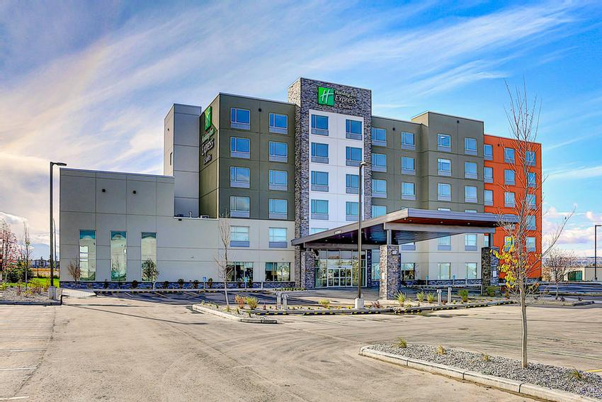 Holiday Inn Express Suites Calgary University 2373 Banff Trail Nw Ab T2m4l2