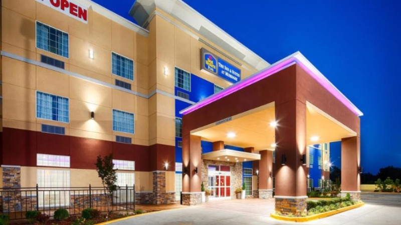 Best Western Plus The Inn & Suites at Muskogee 1 of 6