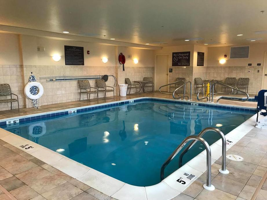 Indoor Heated Pool & Hot Tub 4 of 14