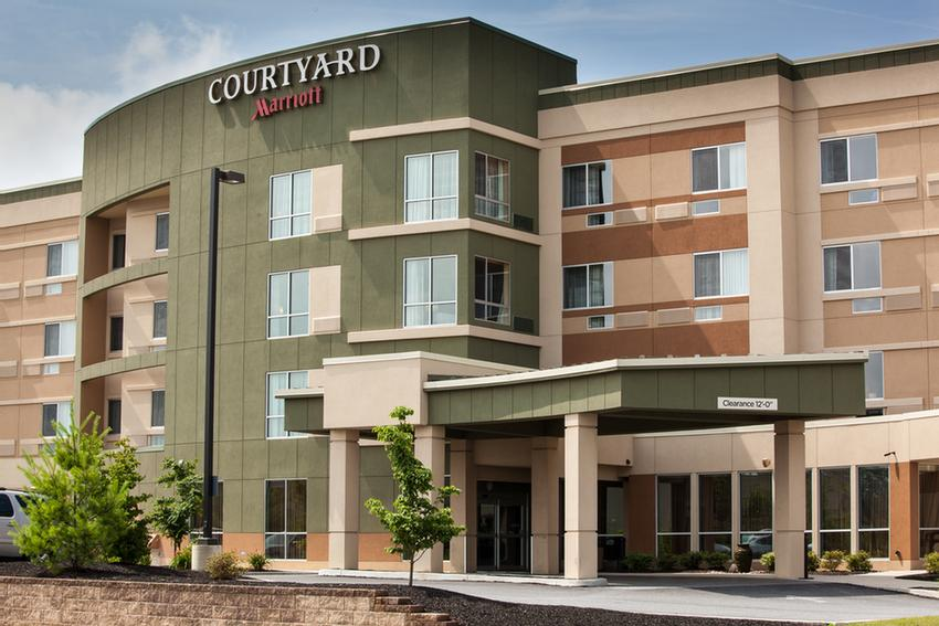 Courtyard By Marriott 2 of 11