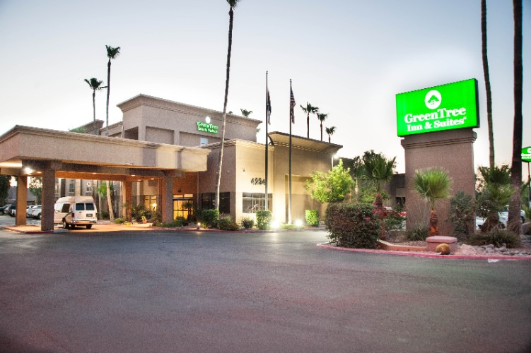 Greentree Inn & Suites Phoenix Sky Harbor 1 of 14