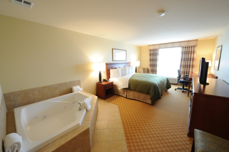 Jacuzzi Suite 4 of 12