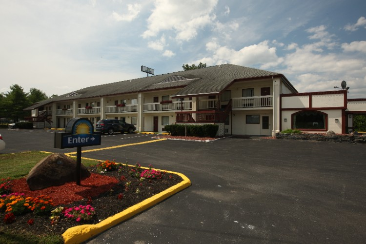 Days Inn 1 of 13