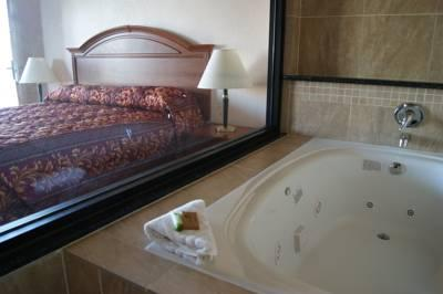 Guest Room With Jacuzzi 4 of 15