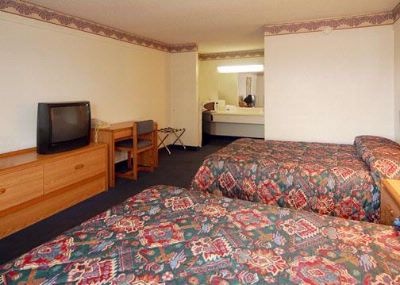 Standard Room With 2 Double Beds 4 of 7