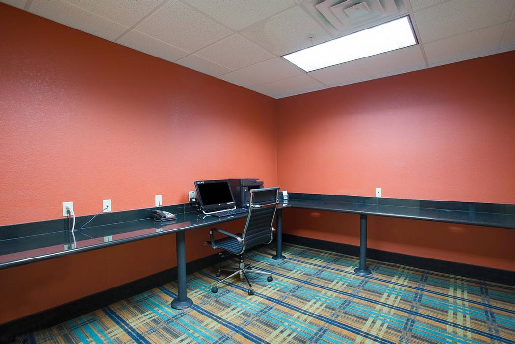 Business Center With High Speed Internet & Laser Printer/copier 6 of 38