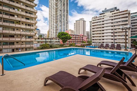 Outdoor Pool Deck Or Waikiki Beach 20 Seconds Away! 6 of 6