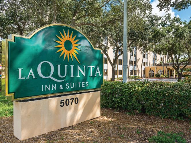 La Quinta Inn & Suites Fort Lauderdale Tamarac 1 of 8