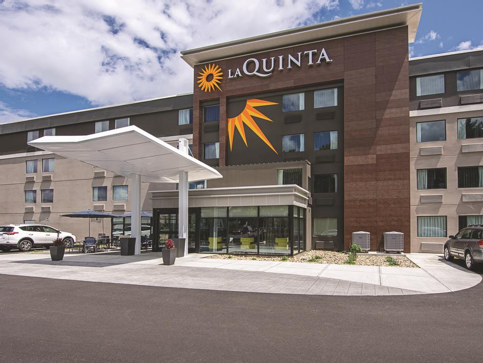 La Quinta Inns & Suites 1 of 9
