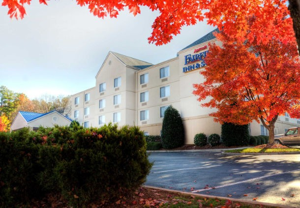 Fairfield Inn & Suites Raleigh Crabtree 1 of 11
