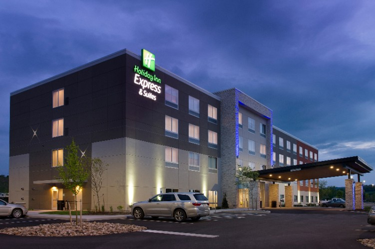 Holiday Inn Express & Suites Altoona 1 of 12