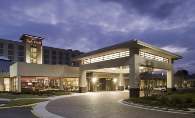 Marriott Chesapeake Hotel At Night