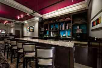 Parker Inn\'s Lounge 6 of 16