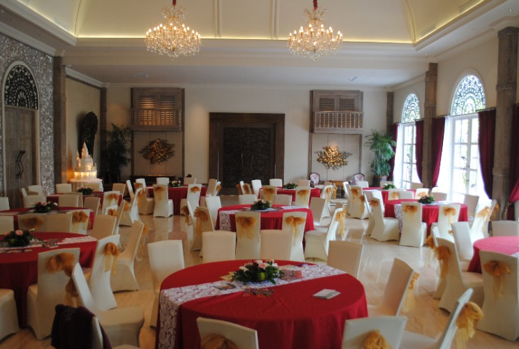 The Heritage Grand Ballroom Round Table Set Up 27 of 29