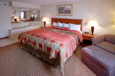 King Jacuzzi Suite -Come See Our New Look! 5 of 10