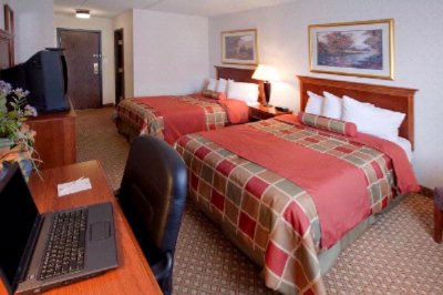 Traditional Room With Two Double Beds 7 of 10
