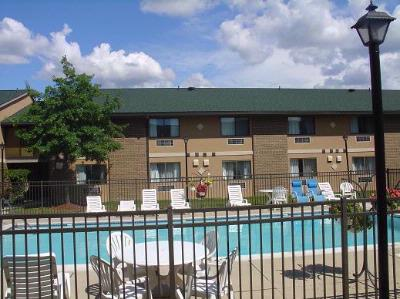 Come Enjoy Our Outdoor Heated Pool! 10 of 10