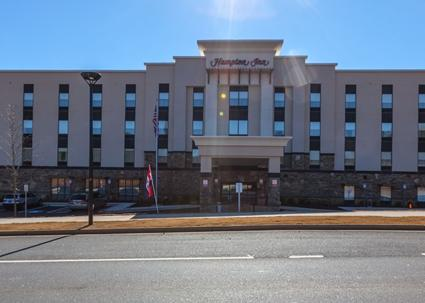 Hampton Inn Emerson at Lakepoint 1 of 5