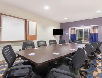 Executive Style Meeting Room 9 of 16